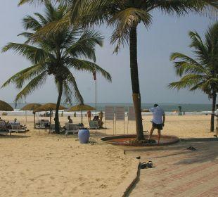 Strand Panorama vom Garten aus Hotel Holiday Inn Resort Goa