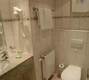 Badezimmer und Toilette Courtyard Hotel by Marriott Berlin Mitte