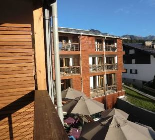 Blick aus dem Zimmer zum zweiten Hotelflügel Hotel Exquisit