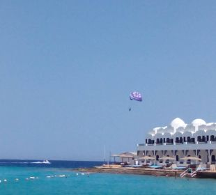 Meerblick mit Fallschirm am Boot