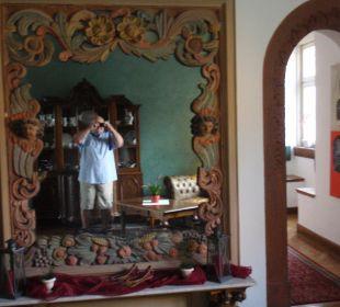 Toller Spiegel am Treppenaufgang Hotel Schloss Saaleck