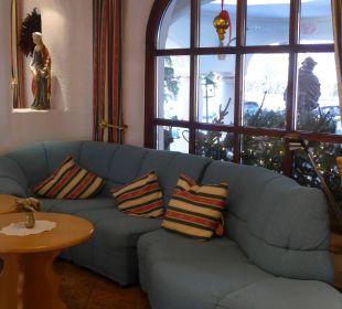 Sitzgelegenheit in der Lobby Hotel Trattlerhof