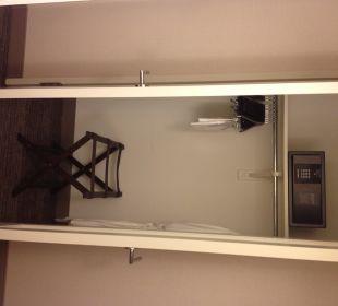 Schrank mit Safe Hotel Westin New York Grand Central