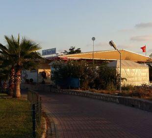 Weg zum Strand Linda Resort Hotel