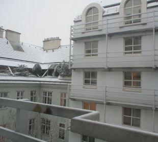 Blick aus dem Fenster nach links ENZIANA Hotel Vienna