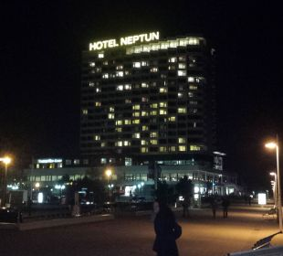 ..bei Nacht Hotel Neptun