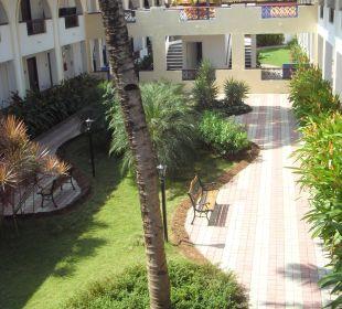 Kleiner Garten auf der Hotelanlage Hotel Holiday Inn Resort Goa