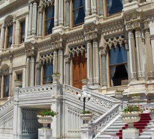 Fassade des historischen Trakts des Hotels