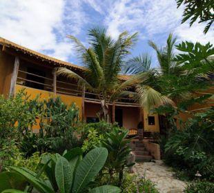 Durch den Tropischen Garten zum Eingang Guesthouse StevieWonderLand