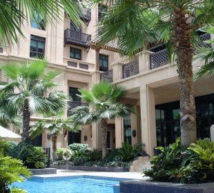 Kleiner Pool im Innenhof Vida Hotel Downtown Dubai