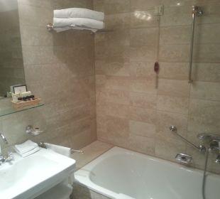 Badezimmer mit Wanne Hotel Sacher