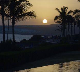 Sonnenuntergang an der Promenade Lopesan Villa del Conde Resort & Spa