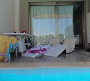 Blick von unserem Pool auf Terrasse Hotel Resort & Spa Avra Imperial Beach
