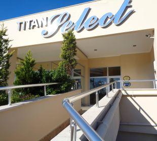 Eingang Hotel Titan Select