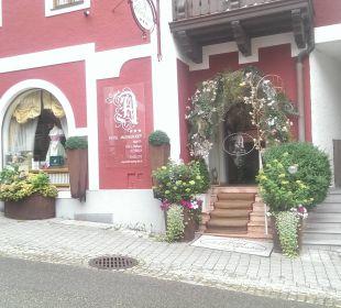 Eingang von der Straße Pension Anzengruber