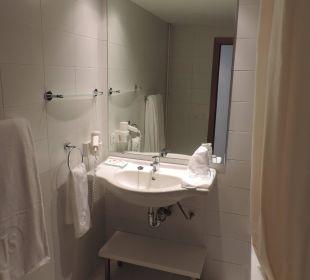 Badezimmer Sicht 1 JS Hotel Sol de Can Picafort