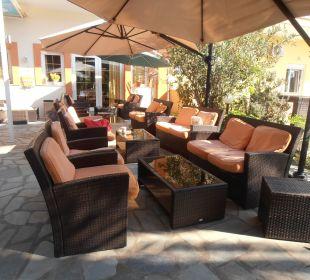 Lounchmöbel sehr gemütlich und trocken ! Hotel Possidona Beach