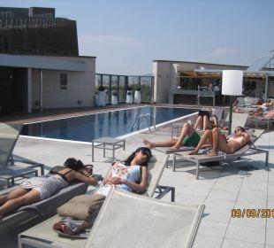 Rooftop pool Hotel Pullman Barcelona Skipper