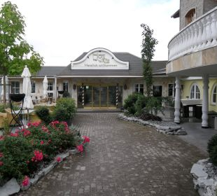 Hotel Winzer-Eingang Hotel Winzer Wellness & Kuscheln