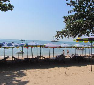 Strand direkt vor dem Hotel Hotel Grand Jomtien Palace