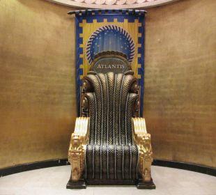 Meterhoher Sessel für Fotos