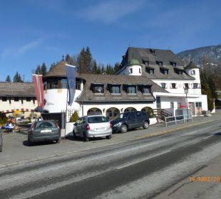 Blick von vorne Family Hotel Schloss Rosenegg