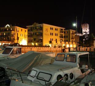 Blick Hafen zum Hotel Hotel Sirmione e Promessi Sposi