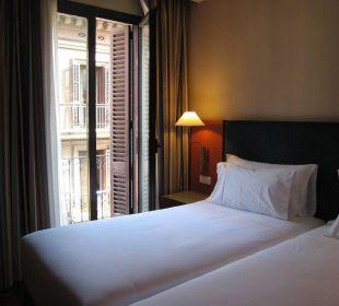 Breite Betten, aber auf Rollen NH Barcelona Centro