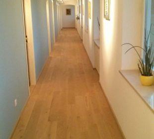 Renovierter Flur im 2. Stock, neuer Boden Hotel Walkner