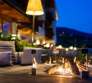 Die Infinity-Terrasse bei Nacht Hotel Lärchenhof