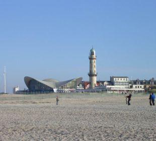 Strand vor Hotel Neptun Blick Richtung Hafen Hotel Neptun