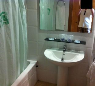 Badezimmer (links Dusche, rechts Toilette&Bidet) Hotel Palma Playa - Cactus