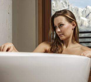 Badewanne in der Sutie Bergfeuer Sporthotel Ellmau