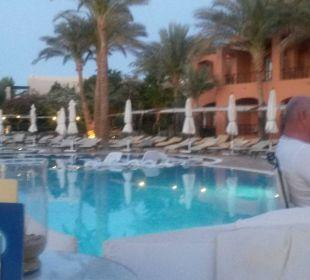 Abendstimmung am Pool Sensimar Makadi Hotel