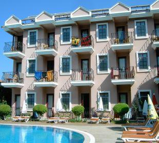Unser Balkon oben zweiter von links Hotel Günes