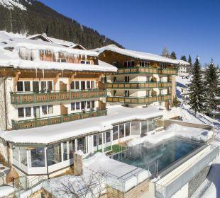 Neu: Aussenpool auch im Winter beheizt Der Kleinwalsertaler Rosenhof