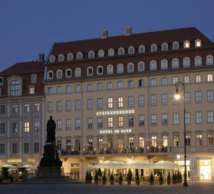 Außenansicht bei Nacht Steigenberger Hotel de Saxe