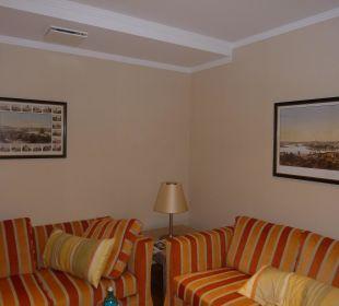 Hübsche Sitzecke im Wohnzimmer Relais & Châteaux Hotel Bayrisches Haus