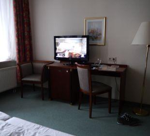 Schreibtisch und TV Comfort Hotel Weißensee