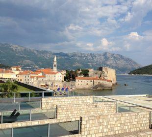 Morgentlicher Ausblick auf Meer und Altstadt Hotel Avala