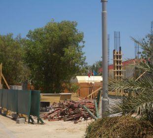 Baustelle neben Hotel -Hotelerweiterung Hotel Flamingo Beach Resort