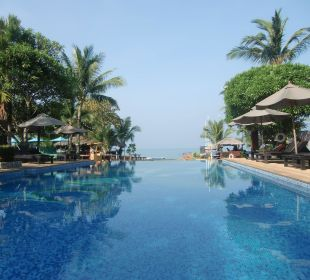Hauptpool mit Blick Richtung Strand La Flora Resort & Spa