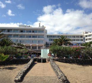 Blick vom Strand zum Hotel VIK Hotel San Antonio