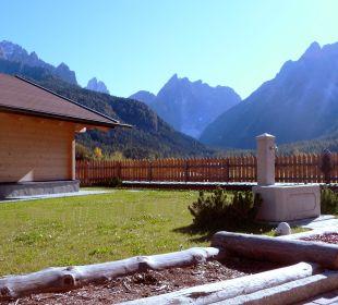 Garten mit Kneippanlage Biovita Hotel Alpi