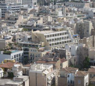Blick von der Akropolis auf das Hotel (Bildmitte)