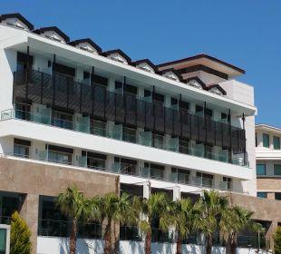 Blick von der Gartenanlage aufs Hotel Hotel Alba Royal
