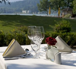 Speißen im Garten Inselhotel Faakersee