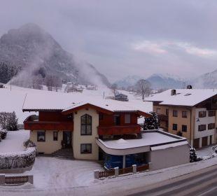 Auf dem Balkon Pension Alpina