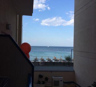Der Ausblick ist total ok - Meerblick  JS Hotel Horitzó