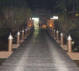 Blick zurück zur Hoteleinfahrt Anantara Bophut Resort & Spa